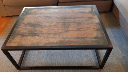 Zwart stalen salon tafel hardhout koker 30x30 blad zijkant
