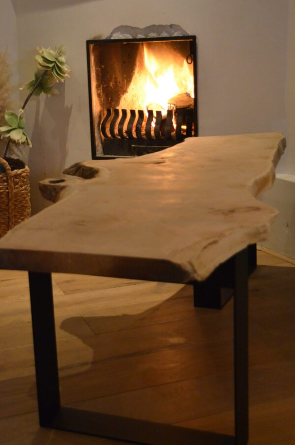 Boomstam bank tafel Mr Woodworm zwart stalen frame poedercoat houten blad zwart staal