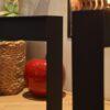 Stalen frame of onderstel salontafel bank Woodworm close-up