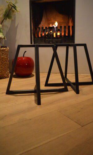 Stalen frames / onderstellen tafels krukken - vierpoot