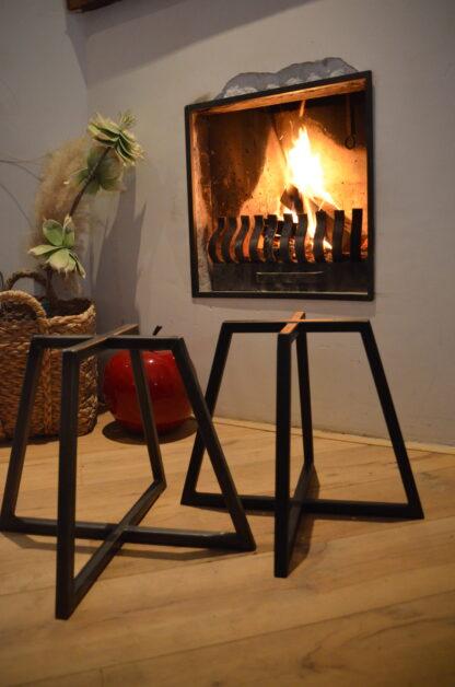 Stalen vier frame tafel zwart staal framewerk