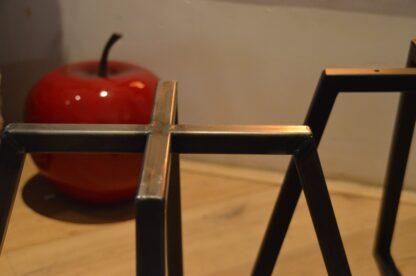 Stalen vier frame tafel zwart staal close-up 2