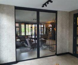 Stalen deuren, trapleuningen, meubels en lampen